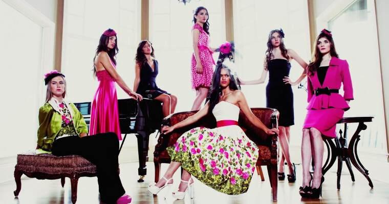 девушки в стильных платьях