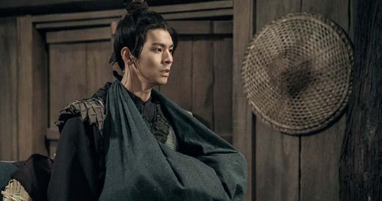 кадр из фильма «Рыцарь теней»