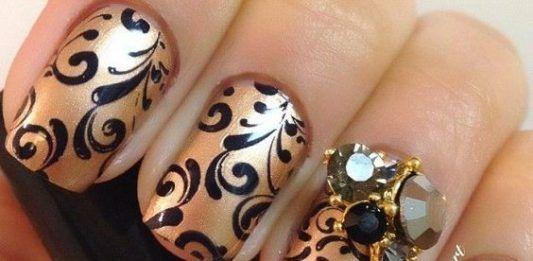 флористический рисунок на ногтях