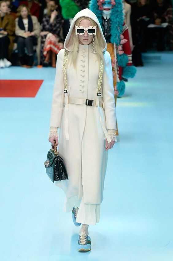 белое длинное пальто