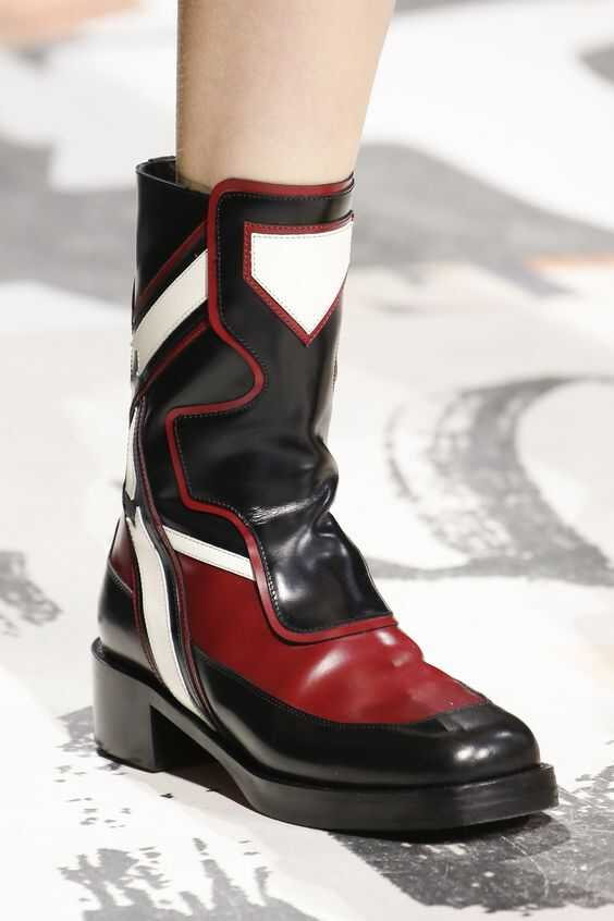 укороченные сапожки на низком каблуке