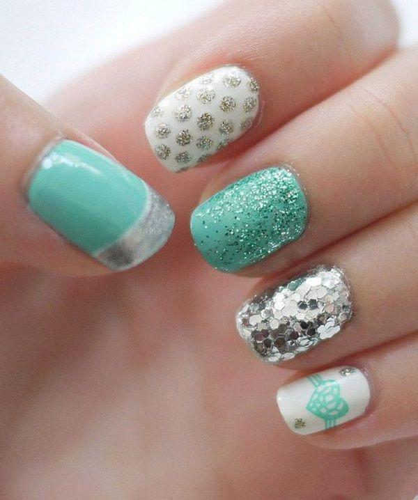 рисунки и блестки на ногтях