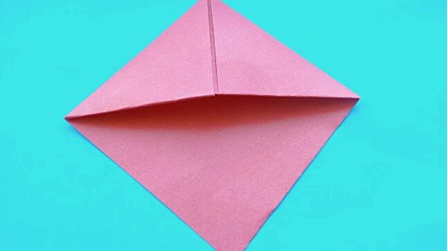 уголок из бумаги