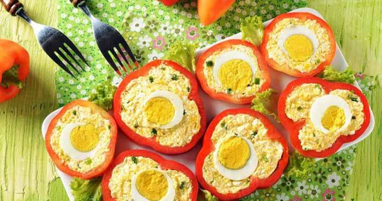 Перец, фаршированный сыром и яйцом