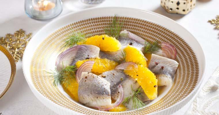 Салат с сельдью и мандаринами