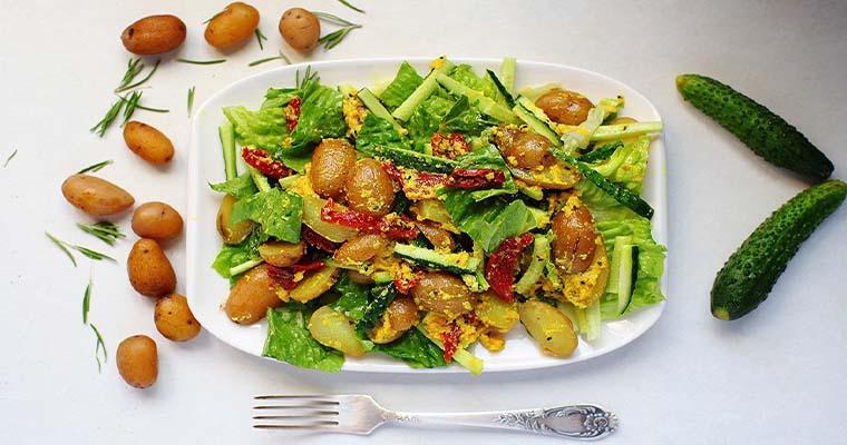 Картофельный салат с чесночным соусом