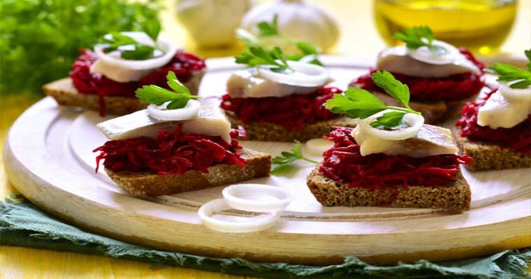 Праздничные бутерброды из сельди